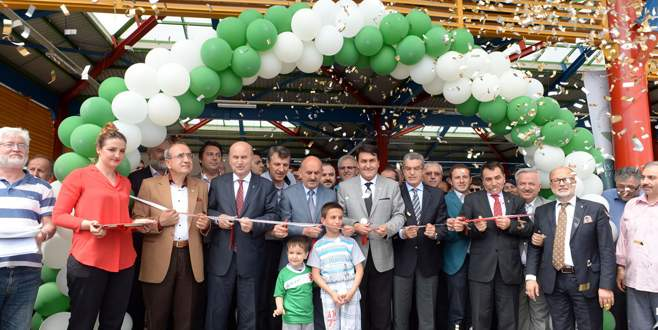 Hamitler pazar alanı Müezzinoğlu tarafından açıldı