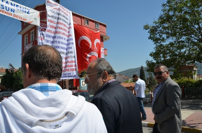 Uslu'dan MHP'nin Pankartına Tepki