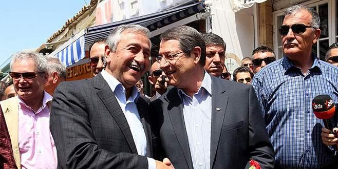 Kıbrıs'ta 'çözüm' yürüyüşü