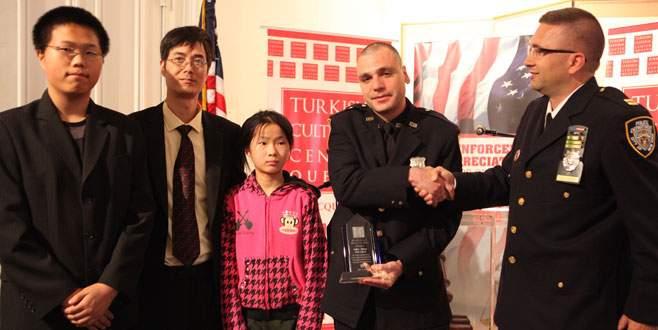 Türk kökenli polise New York'ta ödül
