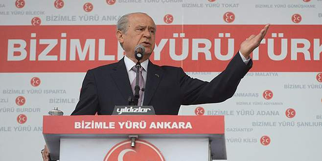 'AKP başörtüsünün altına saklanmakta'
