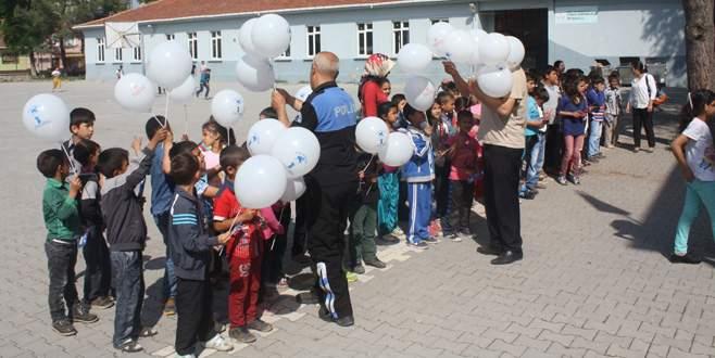 TDP öğrencilere polisi sevdiriyor