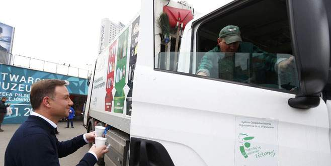 Cumhurbaşkanı halka kahve dağıttı