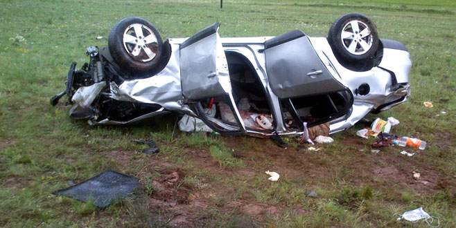 Otomobil takla attı 2 ölü, 1 yaralı