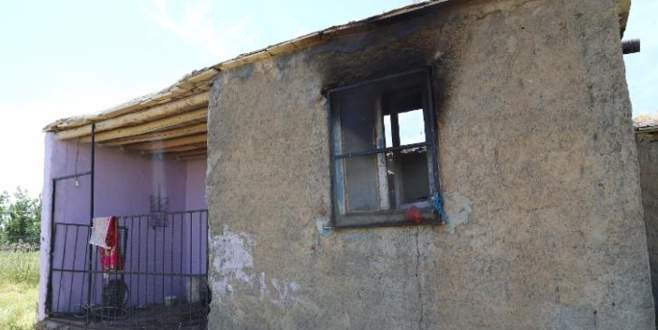 Yangın bir aileyi yok etti