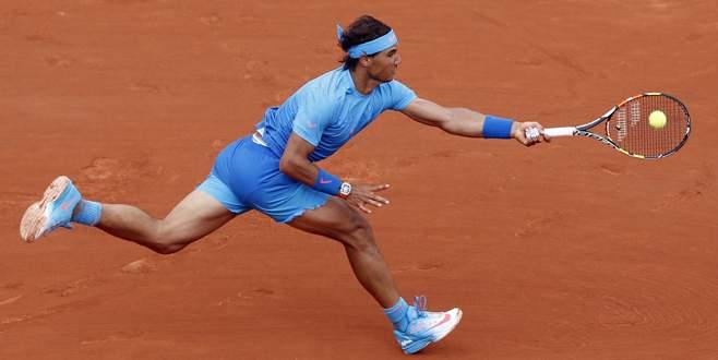 Nadal zorlanmadı