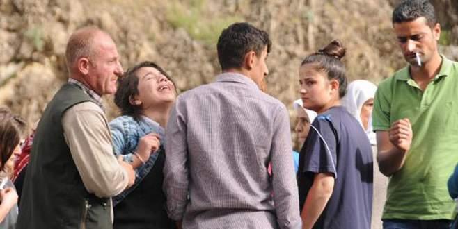İçinde 4 kişinin bulunduğu araç Zap Suyu'na uçtu