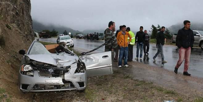 TIR ile otomobil çarpıştı: 2 ölü, 4 yaralı