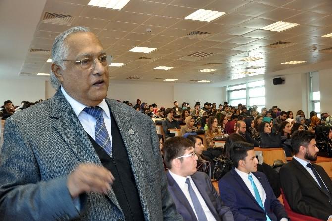 Prof. Dr. Türkmen'den Konferans