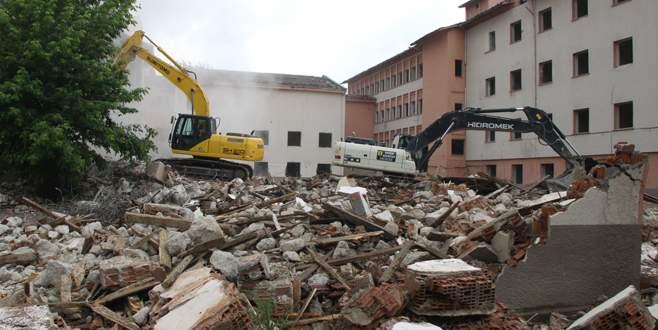 Eski Devlet Hastanesi binasının yıkımına başlandı