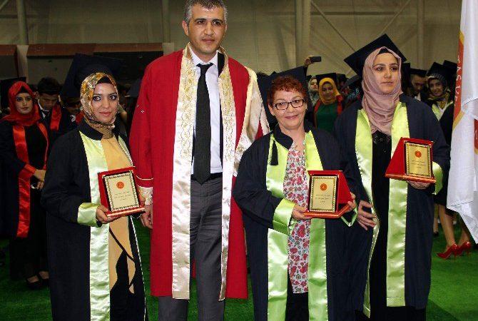57 Yaşında İkinci Üniversite Mezunu Oldu