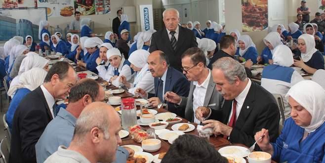 Sağlık Bakanı işçilerle öğle yemeği yedi