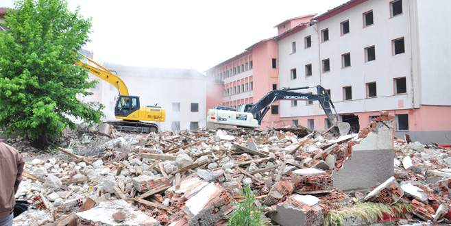 Devlet Hastanesi eski binası yıkıIıyor