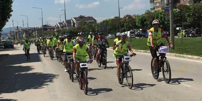 Bursalı bisikletçiler farkındalık için pedal çevirdi