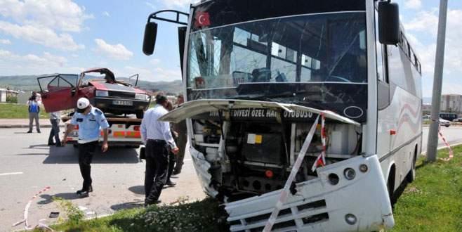 Halk otobüsüyle otomobil çarpıştı: 1 ölü
