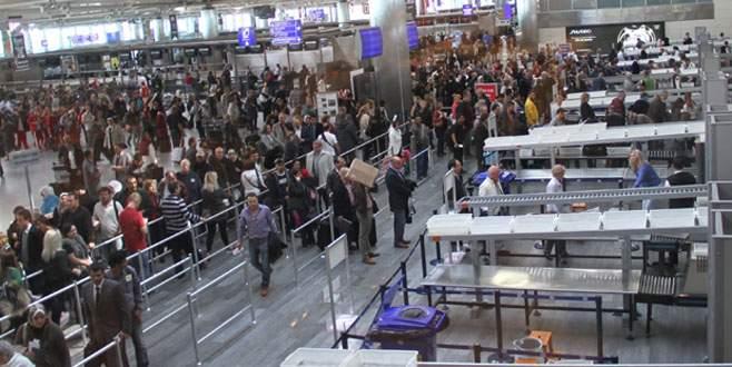 Atatürk Havalimanı'nda kalp krizi geçiren yolcu öldü
