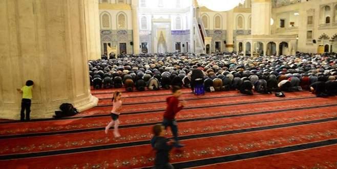 Büyüklerden dua çocuklardan saklambaç