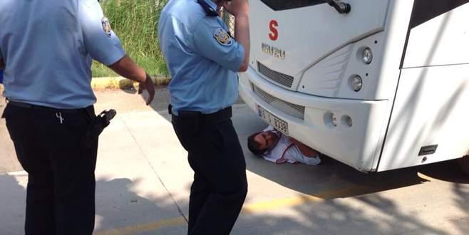 Servis araçlarını engelleyen 10 işçiye gözaltı