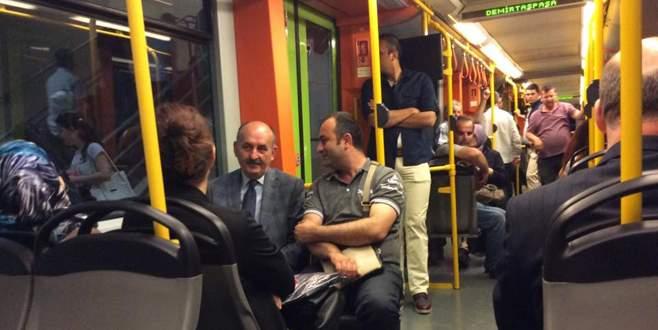 Bakan Müezzinoğlu, Bursa'da metroya bindi