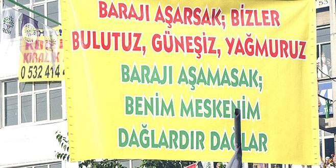 HDP mitinginde açılan bu pankarta tepki yağıyor!