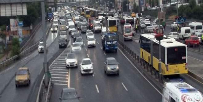 İki metrobüs çarpıştı: 9 yaralı