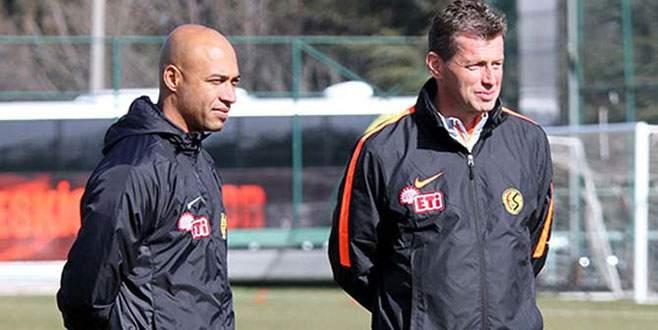 Eskişehirspor, Skibbe'nin sözleşmesini uzattı