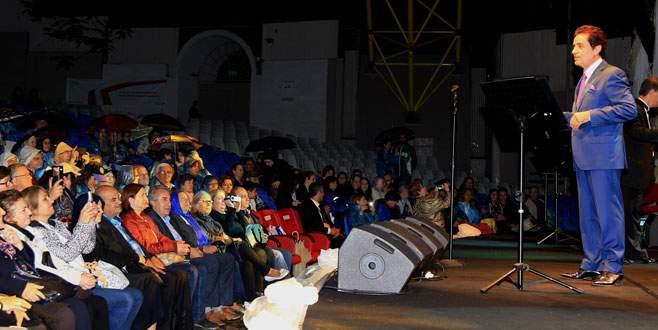 Yağmur altında 'Türk Sanat Müziği Gecesi'