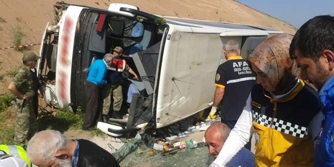 Yolcu otobüsü şarampole devrildi: Çok sayıda yaralı var