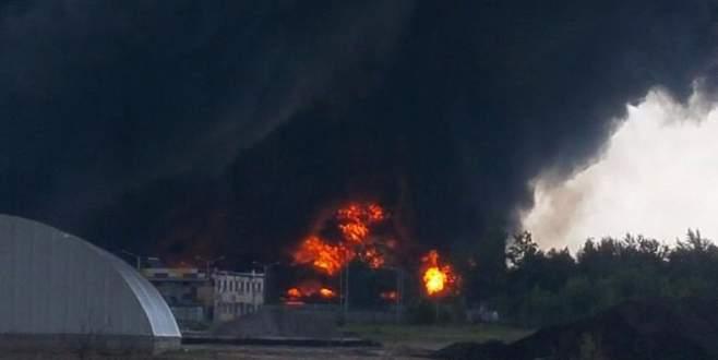 Yakıt depolama tesisi alev alev yandı
