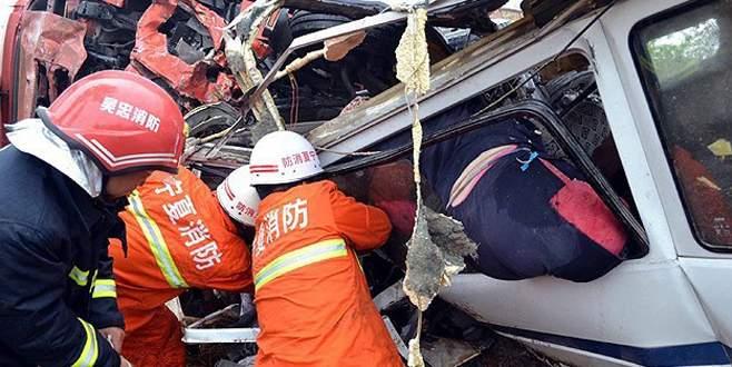 Otobüs uçuruma yuvarlandı: 11 ölü