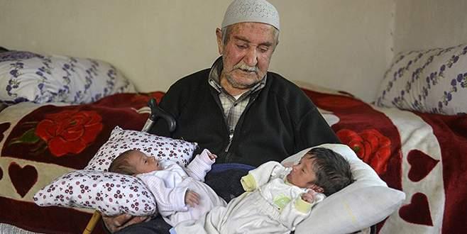 85 yaşında ikiz çocuk babası oldu