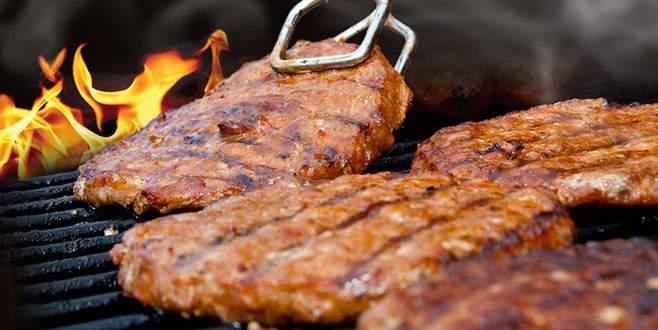 Et pişirirken sakın bunu yapmayın!