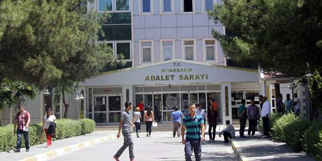 Diyarbakır'da 3 tutuklu adliye binasından firar etti