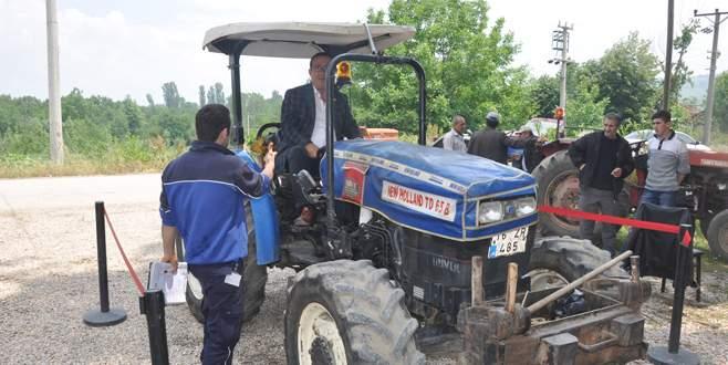 Traktörlere yerinde muayene yapılıyor