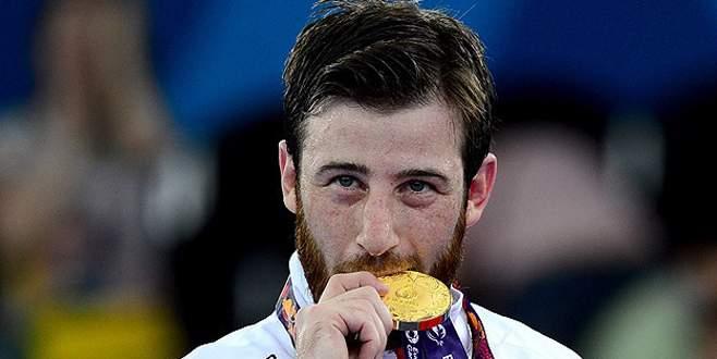 Milli karateci Erkan'dan altın madalya