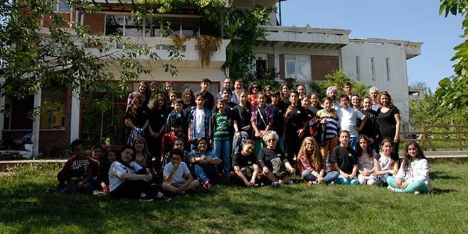 Bursalı öğrenciler Nesin Vakfı'nı ziyaret etti