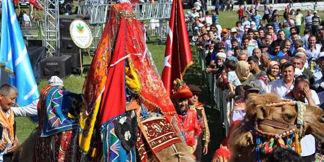Portekizli damat ile Ukraynalı geline yörük düğünü