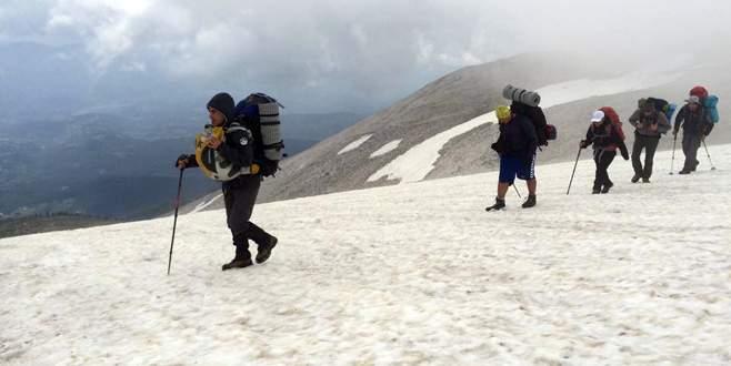 Bursalı dağcılardan zorlu yürüyüş
