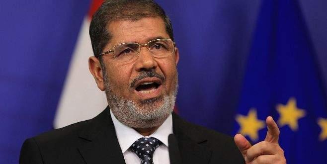 Mursi'ye bir müebbet, bir idam cezası