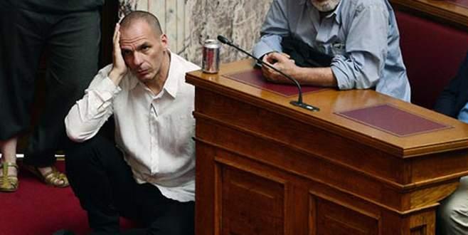 Yunan bakanın çaresiz halleri