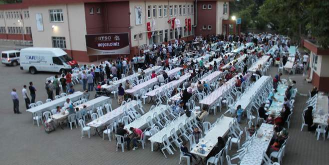 İşadamlarından 60 bin kişiye iftar