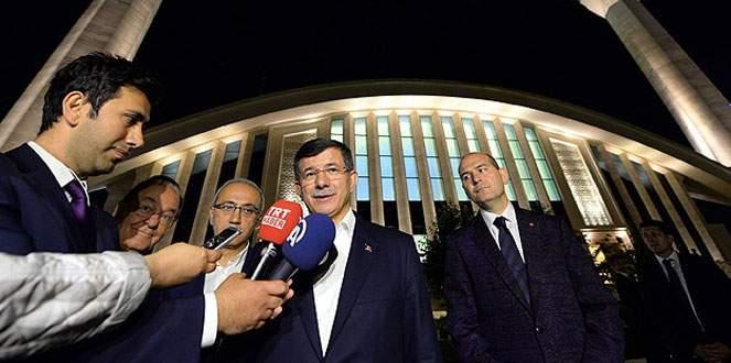 Başbakan Davutoğlu teravih namazı kıldı