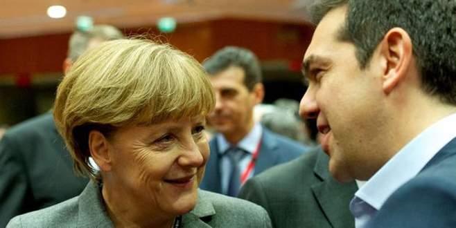 Merkel'den Yunanistan'a son fırsatı kullanma çağrısı
