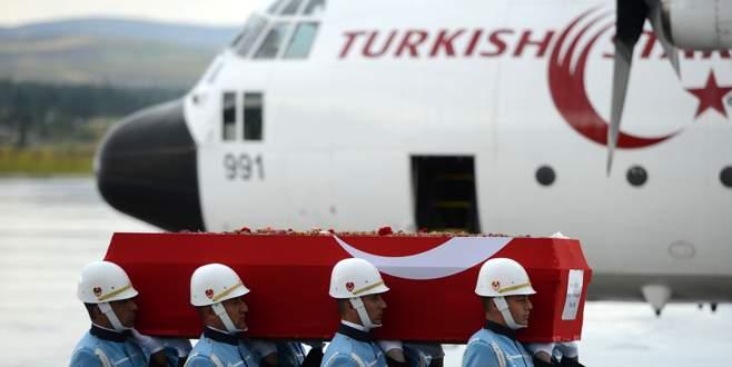 Süleyman Demirel'in naaşı Türk Yıldızları ile taşınıyor