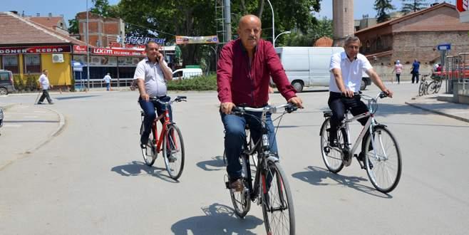 Başkan çalışmaları bisikletle inceledi