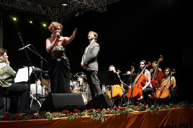 Zuhal Olcay'dan Güneş Festivali'nde Muhteşem Konser