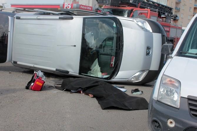 İki kamyonet çarpıştı: 1 ölü, 7 yaralı
