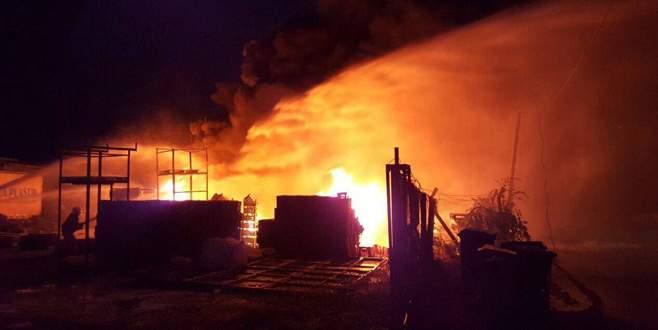 Bursa'da plastik fabrikasında yangın!