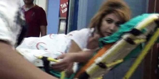 Eski kız arkadaşını cami önünde bıçakladı