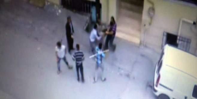 Bursa'da 2 kişinin bıçaklandığı ekmek kavgası kamerada